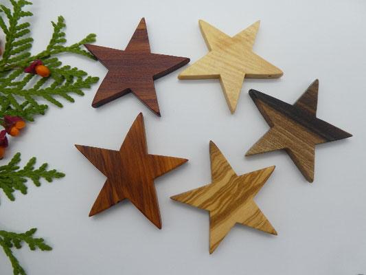 5 Sterne aus verschiedenen Hölzern