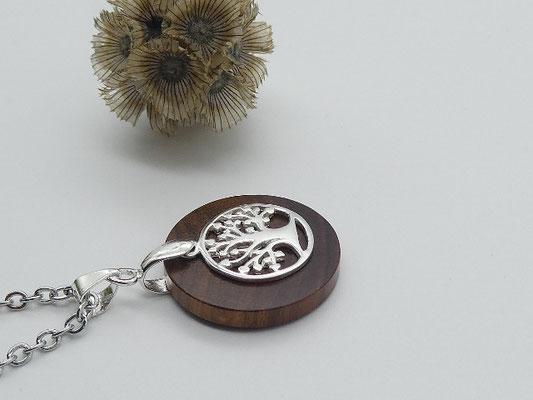 Halskette mit Anhänger aus Zwetschge & Lebensbaum
