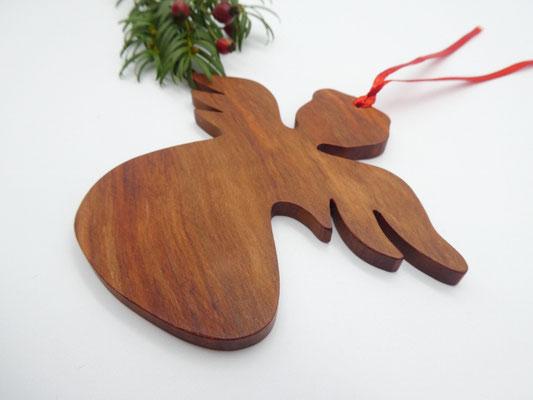 Holzengel aus Birne