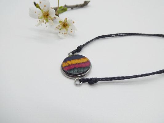 Makramee-Armband mit Holz