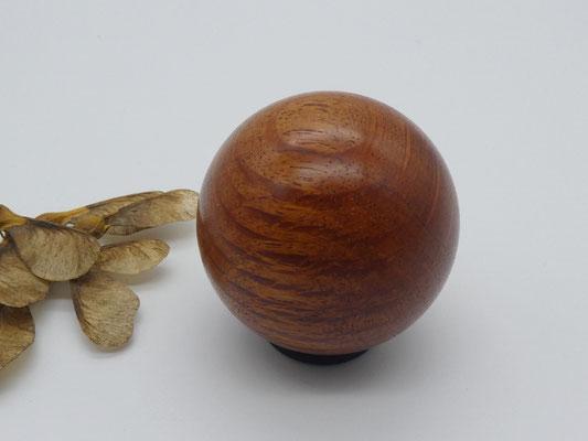 gedrechselte Kugel aus Holz, Sheoak, Lebendiges-Holz.de