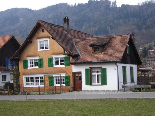 Rechts, zum Wohnzimmer umgebautes Sticklokal