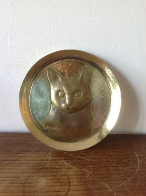 愛猫をモデルにした真鍮製小皿