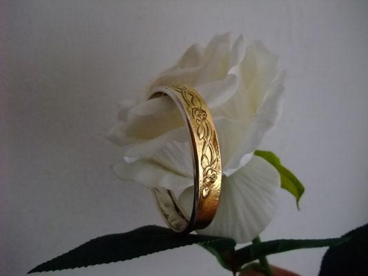 薔薇、シルバー、ゴールドのシェフィング