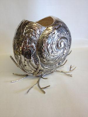 銀製、アンモナイト型花器