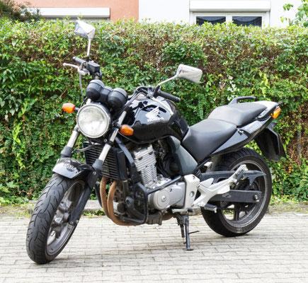 DC Fahrschule: Unser Motorrad für die Fahrstunden und die Fahrprüfungen der Führerscheinklasse A2. Die Honda CBF 500. Bild 1