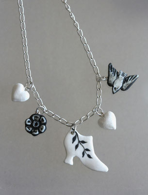 Costume Drama Charm necklace: leaf