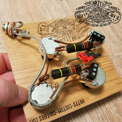 SOLDERLESS WIRING HARNESS LES PAUL BUMBLE BEE www.artys-custom-guitars.com