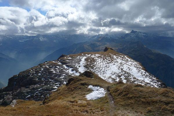 Blick vom Gufelstock ins föhnige Glarnerland