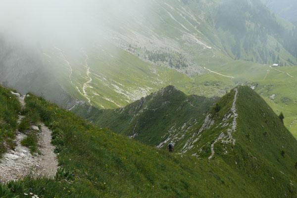 Blick vom Gantrisch auf den Weg zum Stockhorn