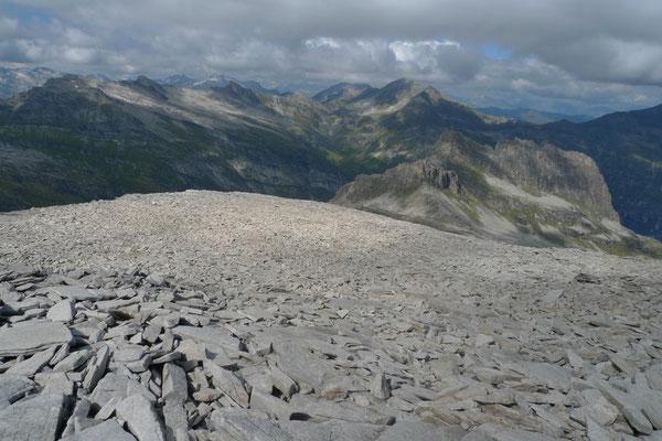 Wilde Steinlandschaft am Furggeltihorn
