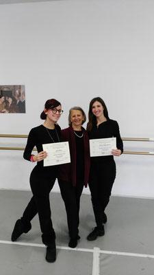 Denise e Federica con la Docente dell'Accademia Nazionale di Roma Elena Viti - Corso di formazione Propedeutica alla Danza