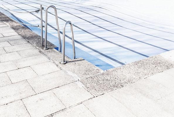 """""""Freibad"""" : Leiter-Detail in einem Freibad in Dortmund"""