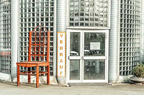 """""""Iron chair"""": gesehen in einem Industriegebiet nahe Dortmund"""