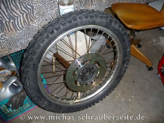 Vorderrad mit TKC80 und neuer Bremsscheibe