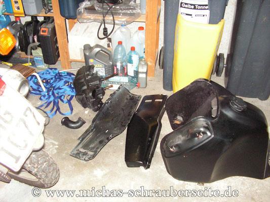 Erste Bestandsaufnahme - Verkleidungsteile und Tank schwarz matt gerollt *uah*