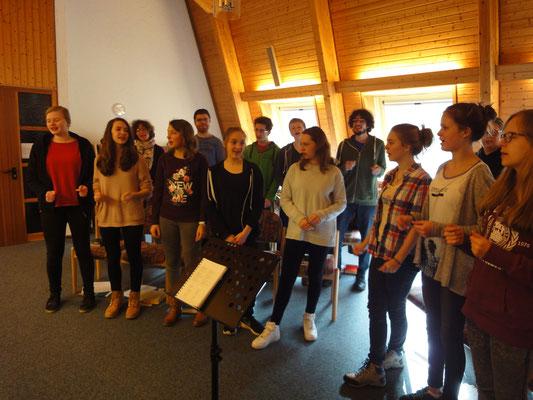 Singen im Gottesdienst, den Jonathan Helsen gehalten hat
