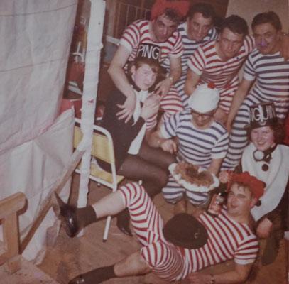 1966: Sängermaskenball