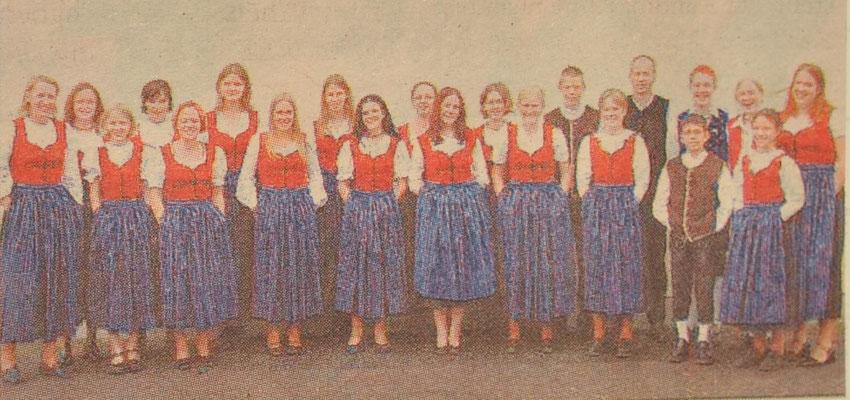 2001: Jugendchor neu eingekleidet!