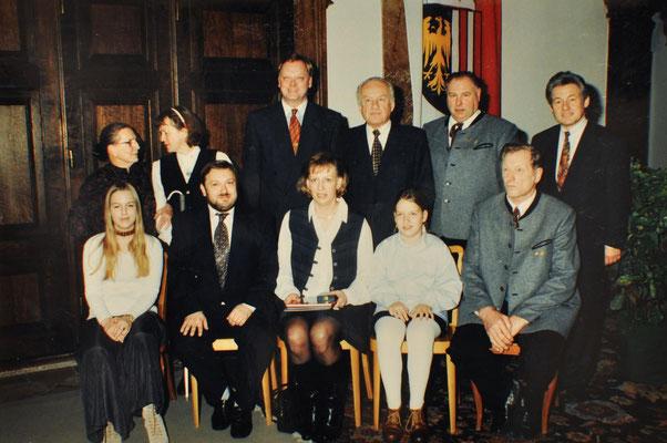 1995: Landesauszeichnung der Kulturmedaillie für Chorleiterin Christine Baier