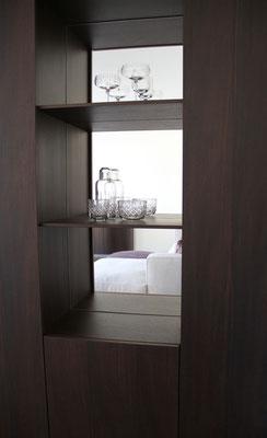 Licht kann durch den gesamten Raum fließen - auch durch die Möbel.