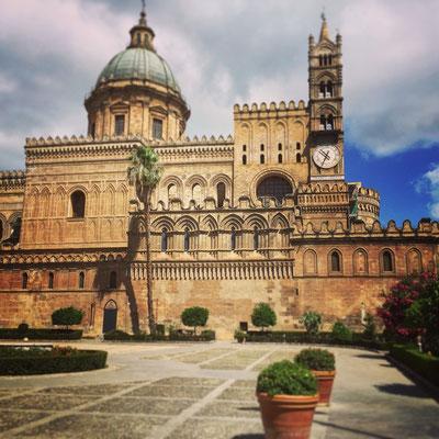 Die Kathedrale von Palermo, im arabisch-normannischen Stile aus dem 12. Jahrhundert. Bella!