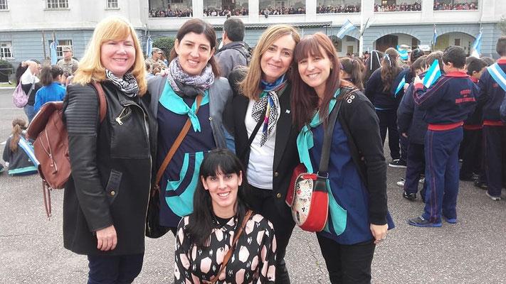 Colaborando siempre las docentes y las Sras. Patricia, Alejandra y Paola