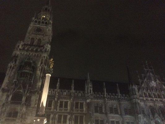 das Glockenspiel bei Nacht ... hahaaa