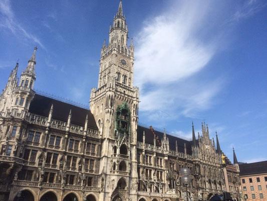das Glockenspiel im neuen Rathaus am Marienplatz