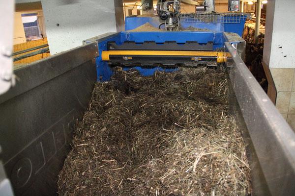 halbautomatische Fütterung mit Kombi-Roboter