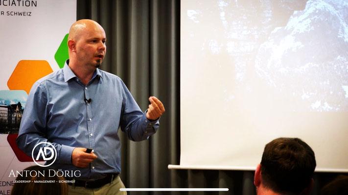 Anton Dörig: Keynote Speaker / Redner für Erfolg im Bereich Leadership - Management - Sicherheit --> Präsenzielle Führung!®