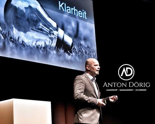 Anton Dörig: Keynote Speaker / Vortragsredner für Unternehemenssicherheit / mehr Präsenz & Essenz in der Führung --> Präsenzielle Führung!®