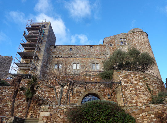 Réparation d'une hernie et remaillage de fissures au château de la Capelle-Masmolène (30)