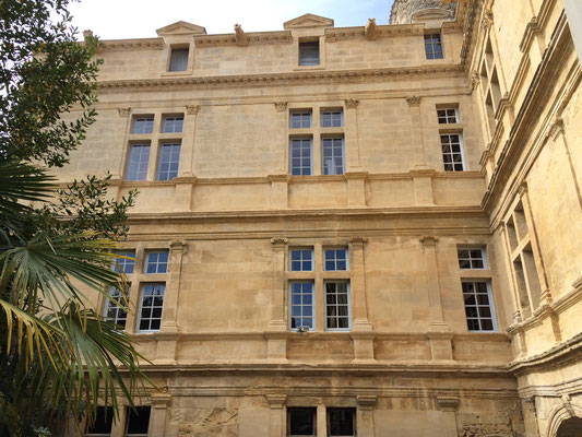 Façade du château de Lafare, Cavillargues (30) - Nettoyage et changement d'éléments de modénature