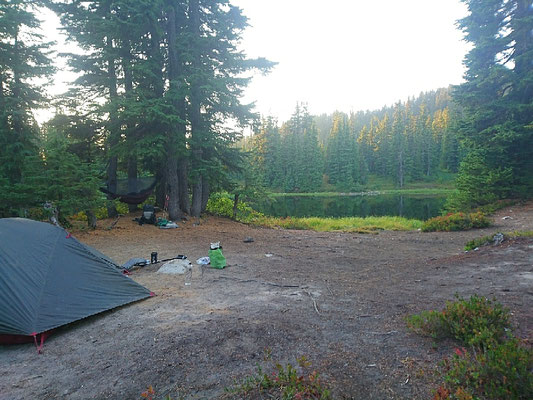 Campen an Migs Lake