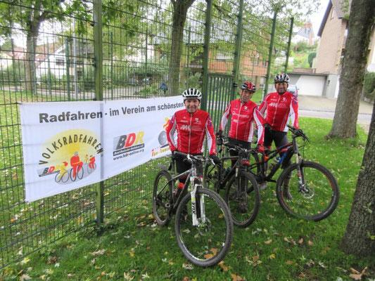 """Sport ist im Verein am schönsten, sagen sich auch auf der """"Nehmerseite"""" diese Teilnehmer aus Harsewinkel  und Herford ..."""