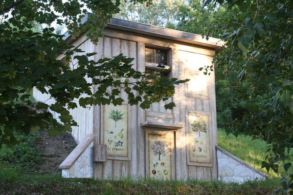 Trompe l'oeil bâtiment technique- faux bois et planche botanique-parc