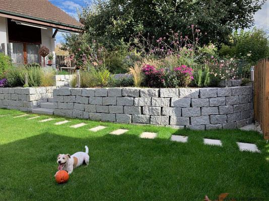 Granit-Kleinmauersteine, trocken gemauert