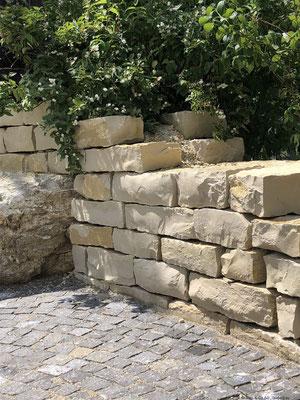 Jurakalk - Kleinmauersteine, doppelhäuptig gemauert