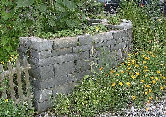 doppelhäuptige Sandsteinmauer