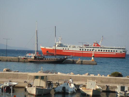Fähre im Hafen von Poros im Norden von Kephallinia