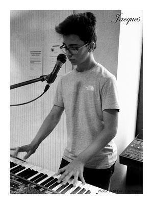 Jacques, le pianiste et choriste