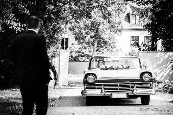 Braut und Bräutigam treffen sich.