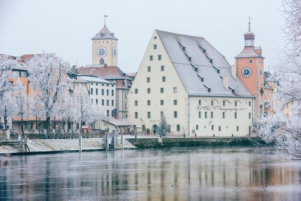 Historische Wurstküche im Winter, Regensburg.