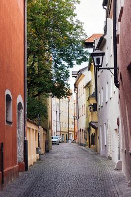 Regensburg, eine bunte Gasse.