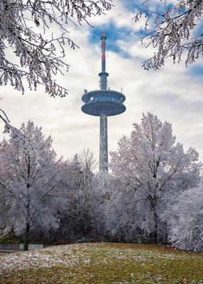 Regensburger Fernsehturm im Winter.