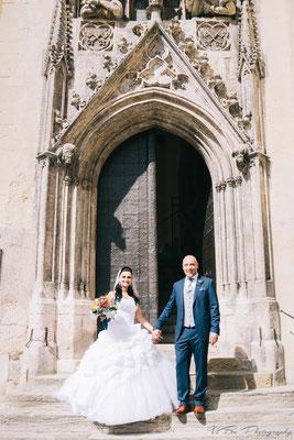 Brautpaar vor dem alten Rathaus in Regensburg.