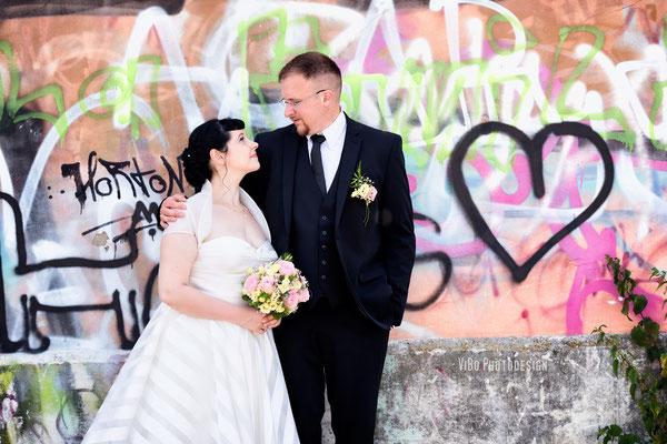 Brautpaarportrait an der Donau.