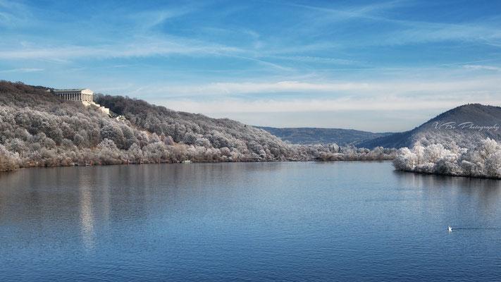 Walhalla und Donau im Winter.