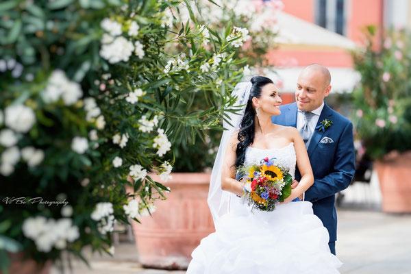 Brautpaar vor der Trauung, Neupfarrplatz Regensburg.